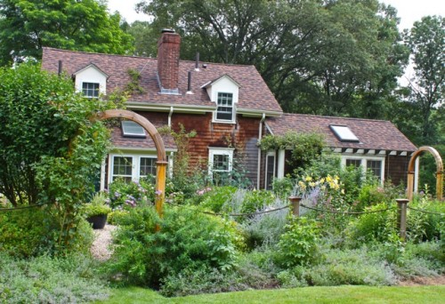 Country Charm in the Garden - Quintessence