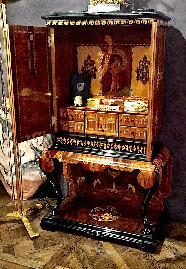 Maison Gerard collectors cabinet