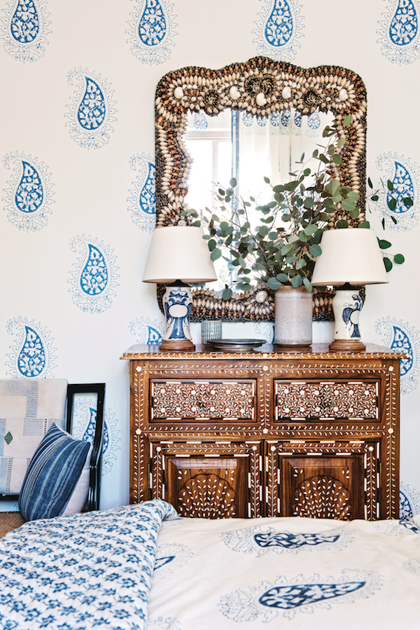 beautiful-by-mark-d-sikes-blue-and-white-bedroom