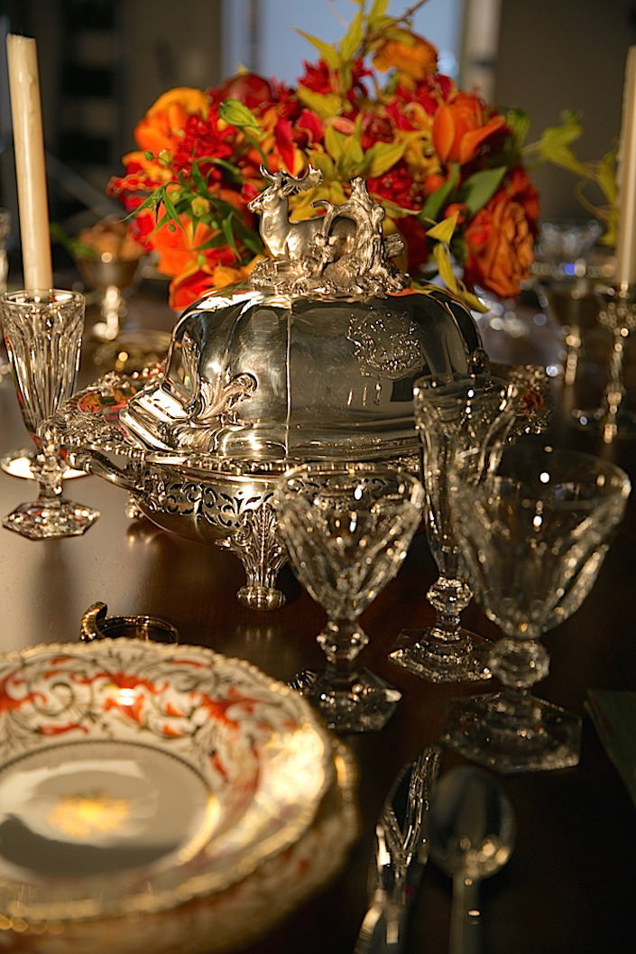 setting-a-holiday-table-with-christies-1