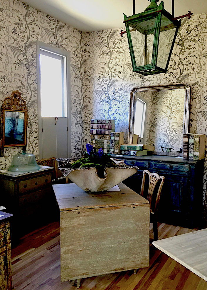 Eclectic chic in nashville quintessence for Wallpaper and designer home nashville