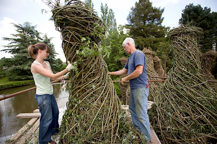 Patrick Dougherty working on sculpture, photo Charles Crie
