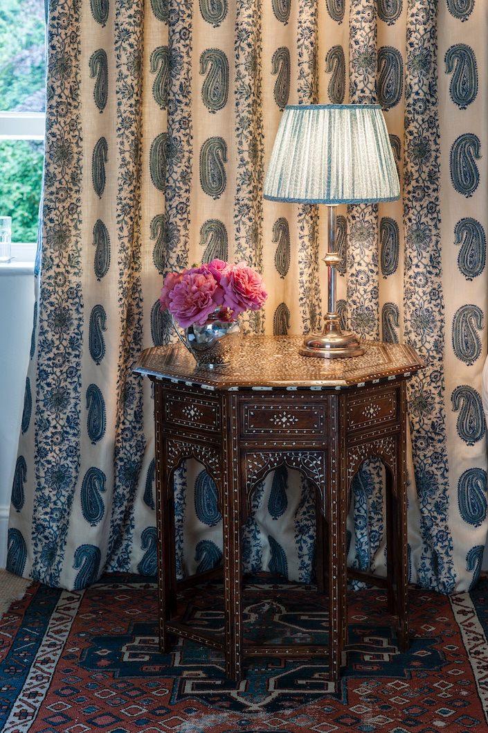 Soane Paisley-Stripe-Lapis-Fabric -1