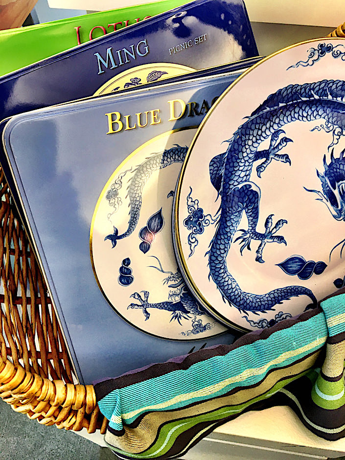 Mottahedeh blue and white tin picnic sets