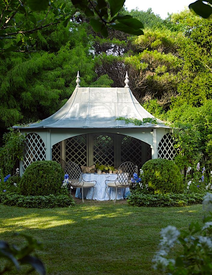Garden at Harry & Laura Slatkin's Hamptons house, photo Tria Giovan for Out East by Jennifer Rudick