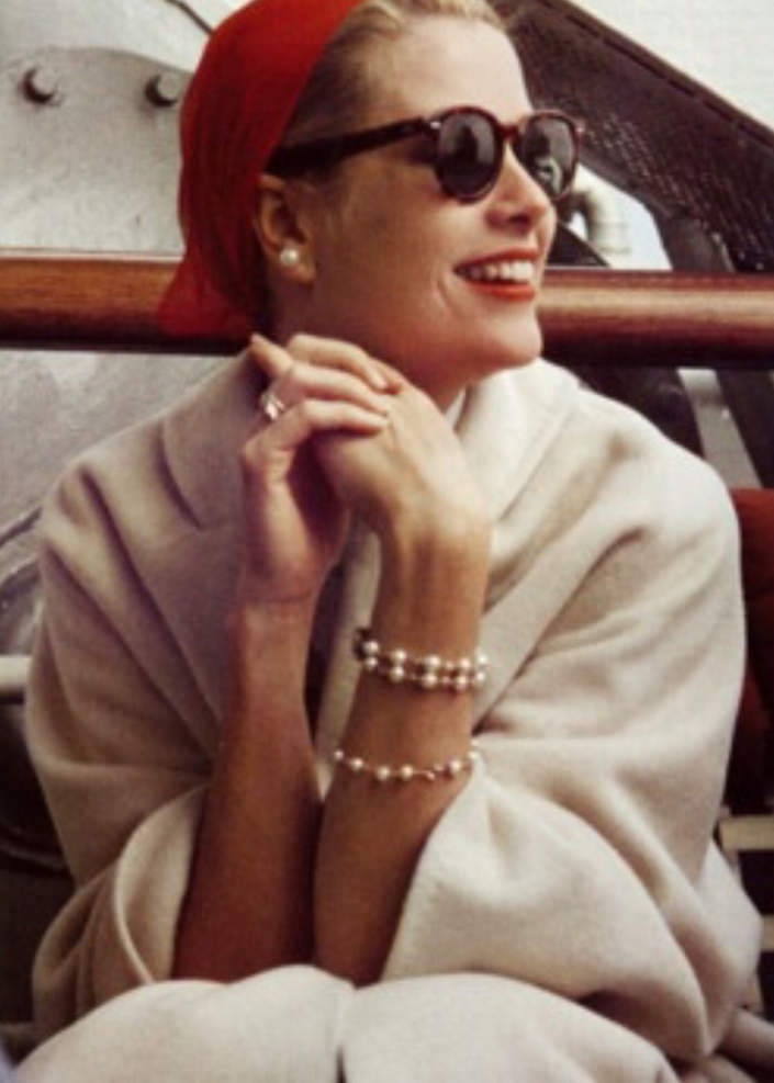 Grace Kelly in pearls