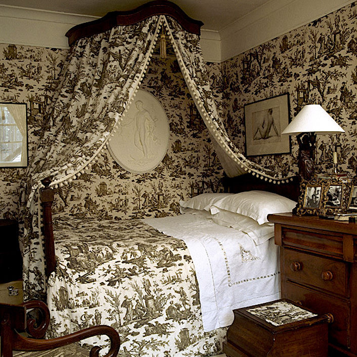 Christopher Moore Cholet toile bedroom