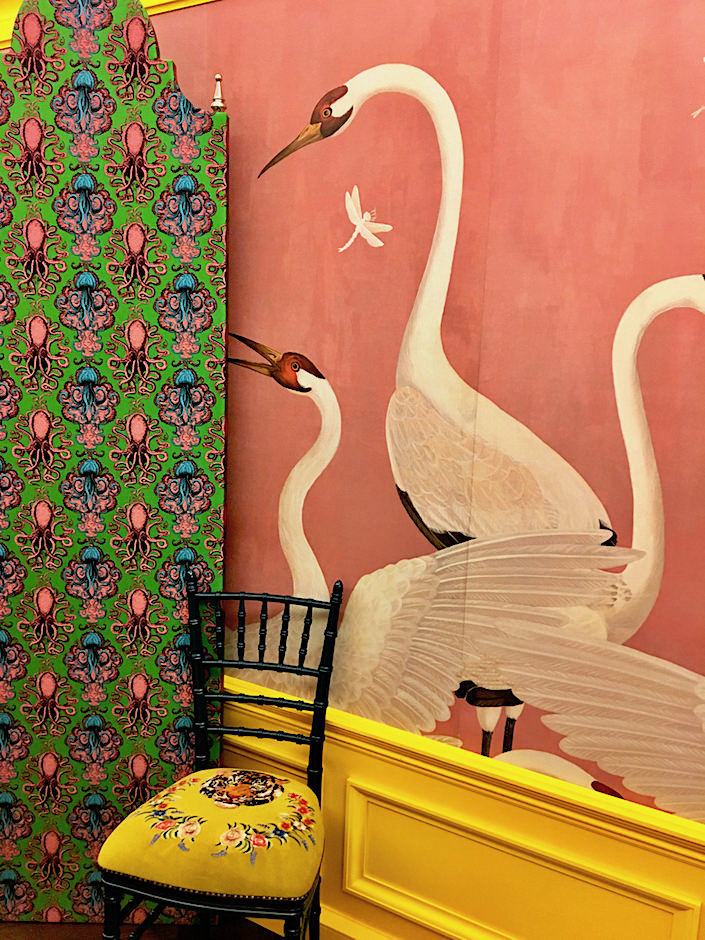 Gucci Décor Heron wallpaper