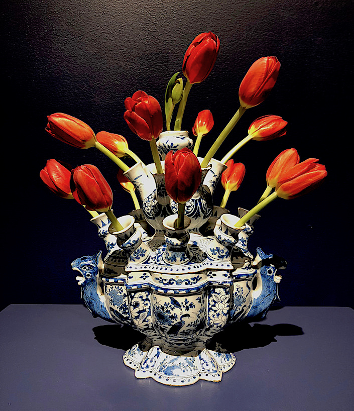 Aronson Delft flower vase at TEFAF New York Fall 2017