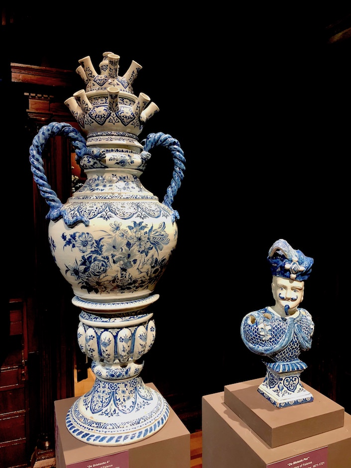 Delft vases at Quenetain at TEFAF