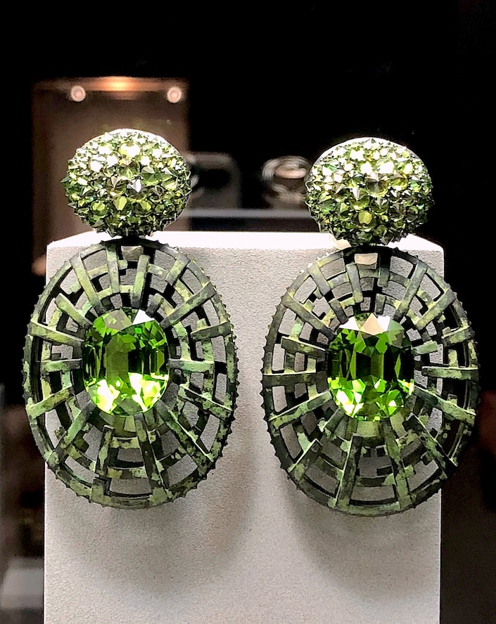 Hemmerle peridots earrings at TEFAF New York Fall