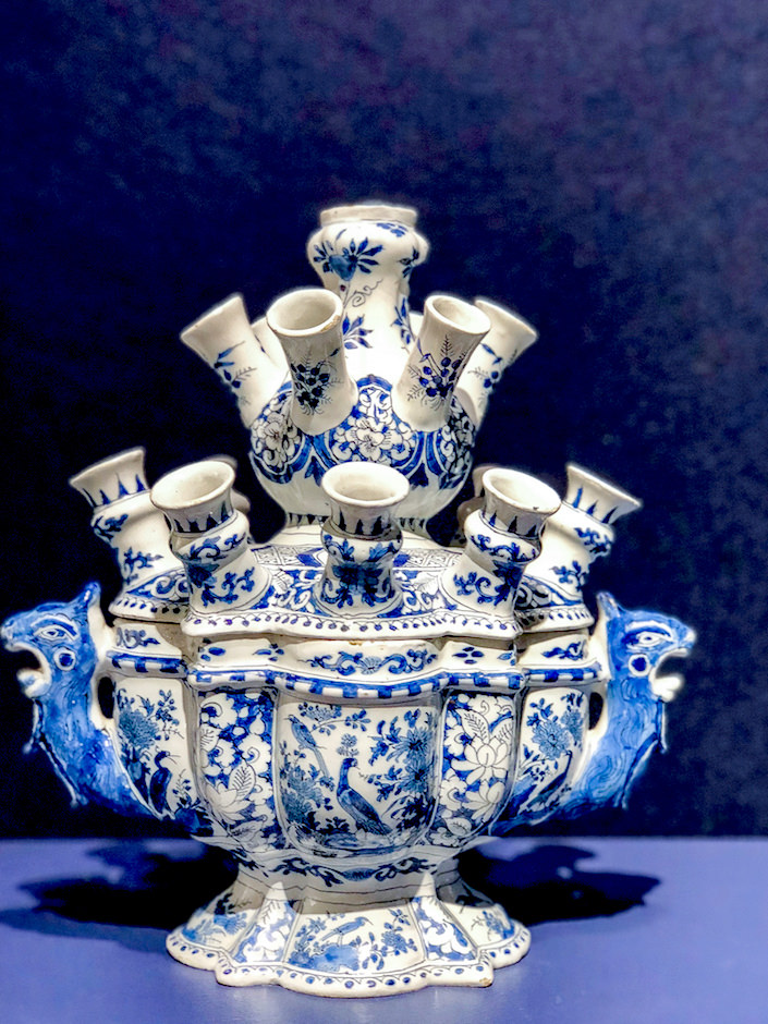 Aronson Delft tulipiere at the 2018 Winter Antiques Show