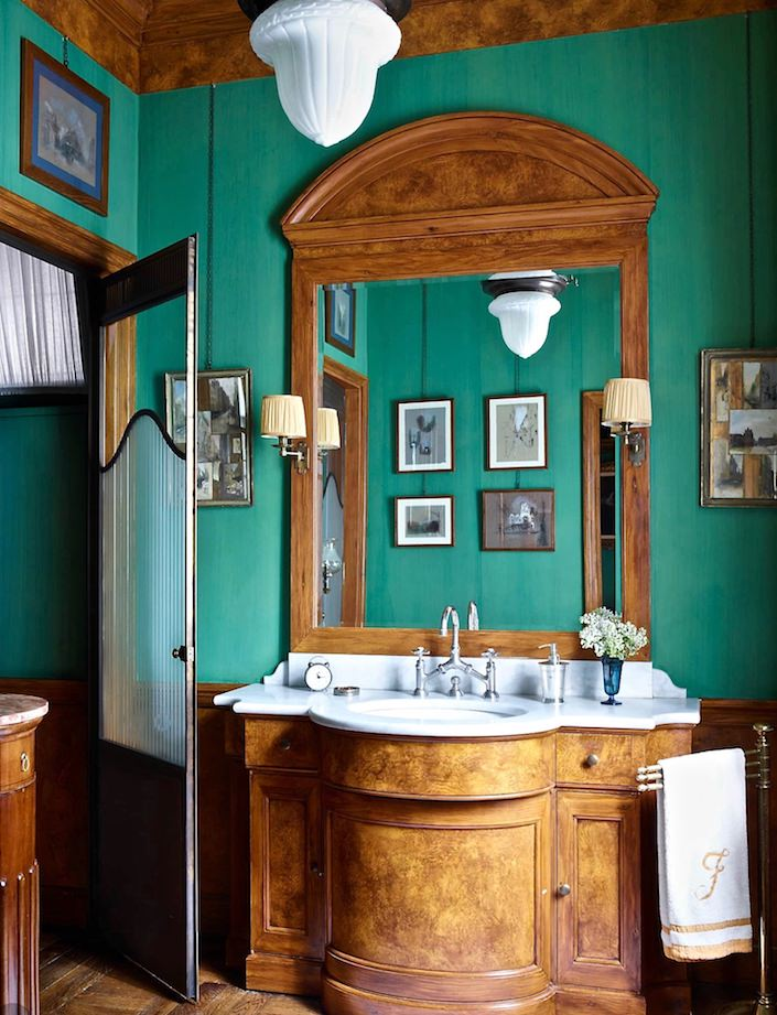 Master bath by Studio Peregalli. photo Simon Upton for ELLE DECOR