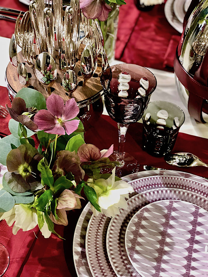 Christofle MOOD Nomade dinnerware, linens and silverware