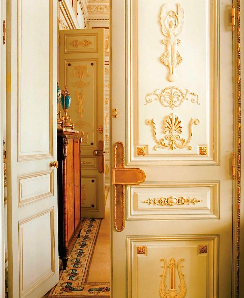 entrance to a Ritz Paris suite, photo Pascal Chevallier:Gamma-Rapha-1