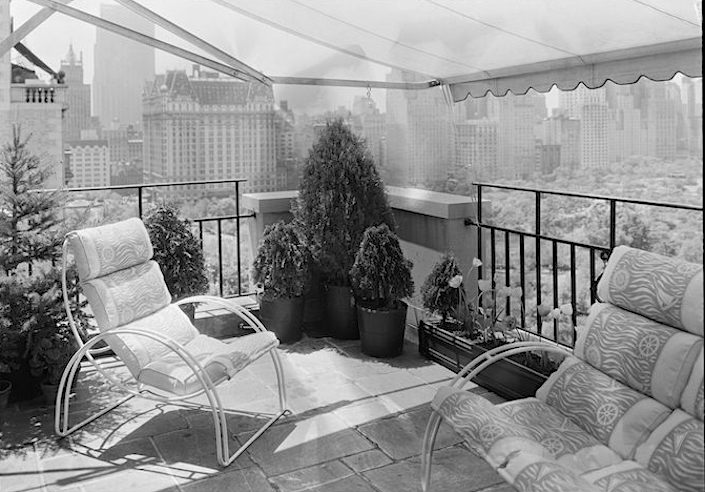 Elizabeth Arden's penthouse terrace at 834 Fifth Avenue, looking south, May 23, 1933. Photo by Samuel Gottscho. Museum of the City of New York, gift of Gottscho