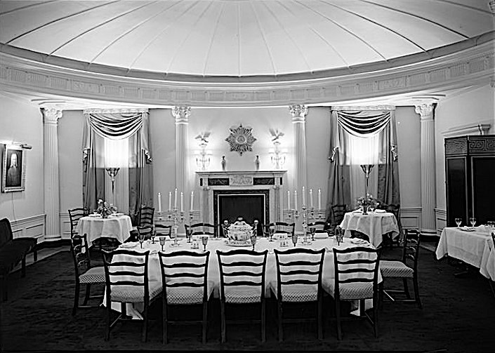 Rosario Candela dining room at 960 Fifth Avenue, 1930. Photo by Samuel H. Gottscho, Courtesy of the Museum of the City of New York (gift of Gottscho-Schleisner)