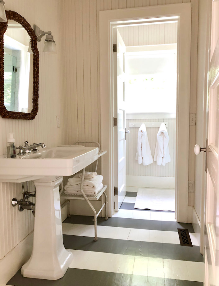 Nantucket guest house bath