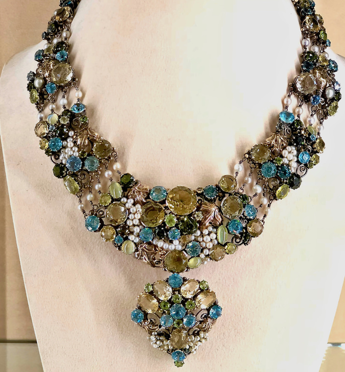 Dorrie Nossiter necklace at A La Vieille Russie at TEFAF NY Fall 2018 show-1