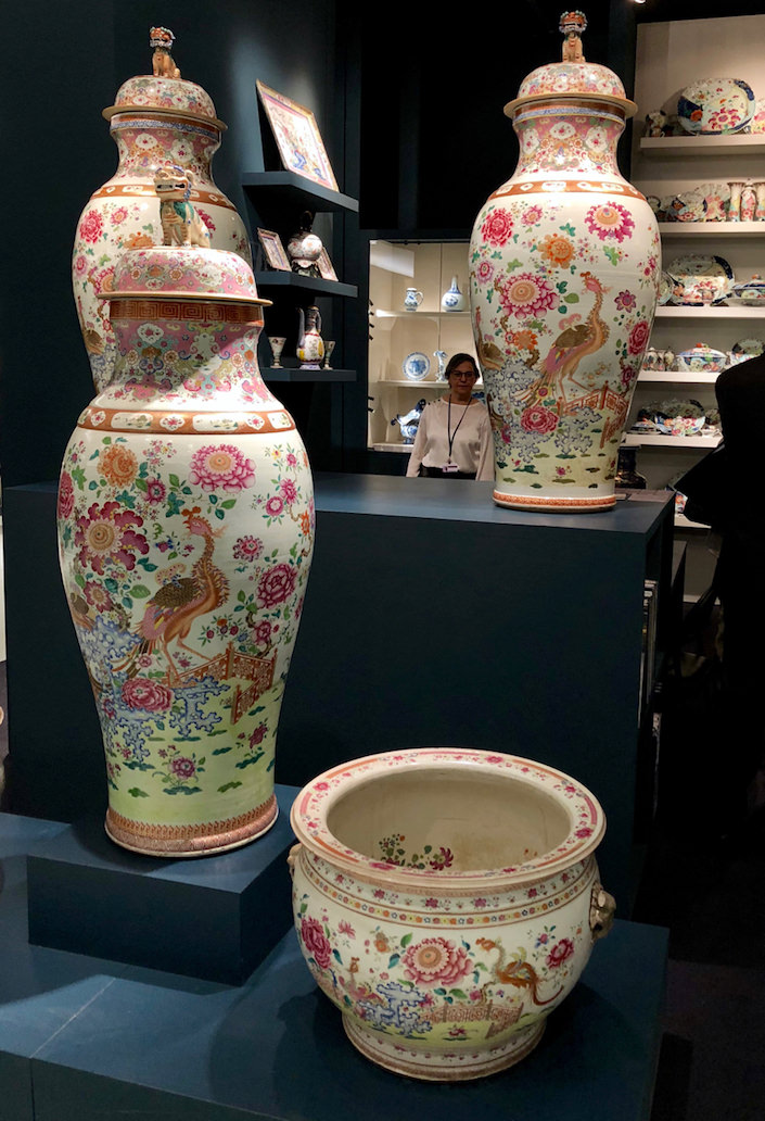 Famille Rose Soldier Vases at Jorge Welsh at TEFAF Fall 2018