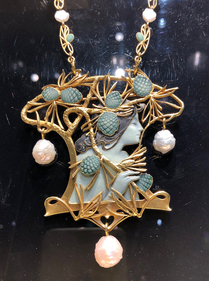 Lalique necklace from Wartski at TEFAF NY Fall 2018