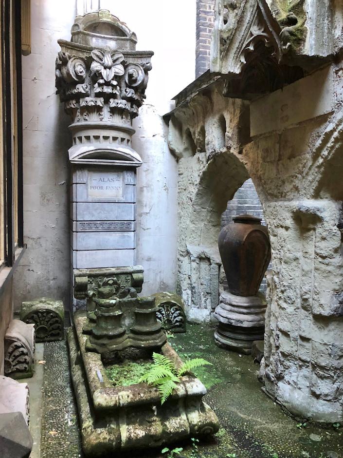 Sir John Soane dog's gravestone