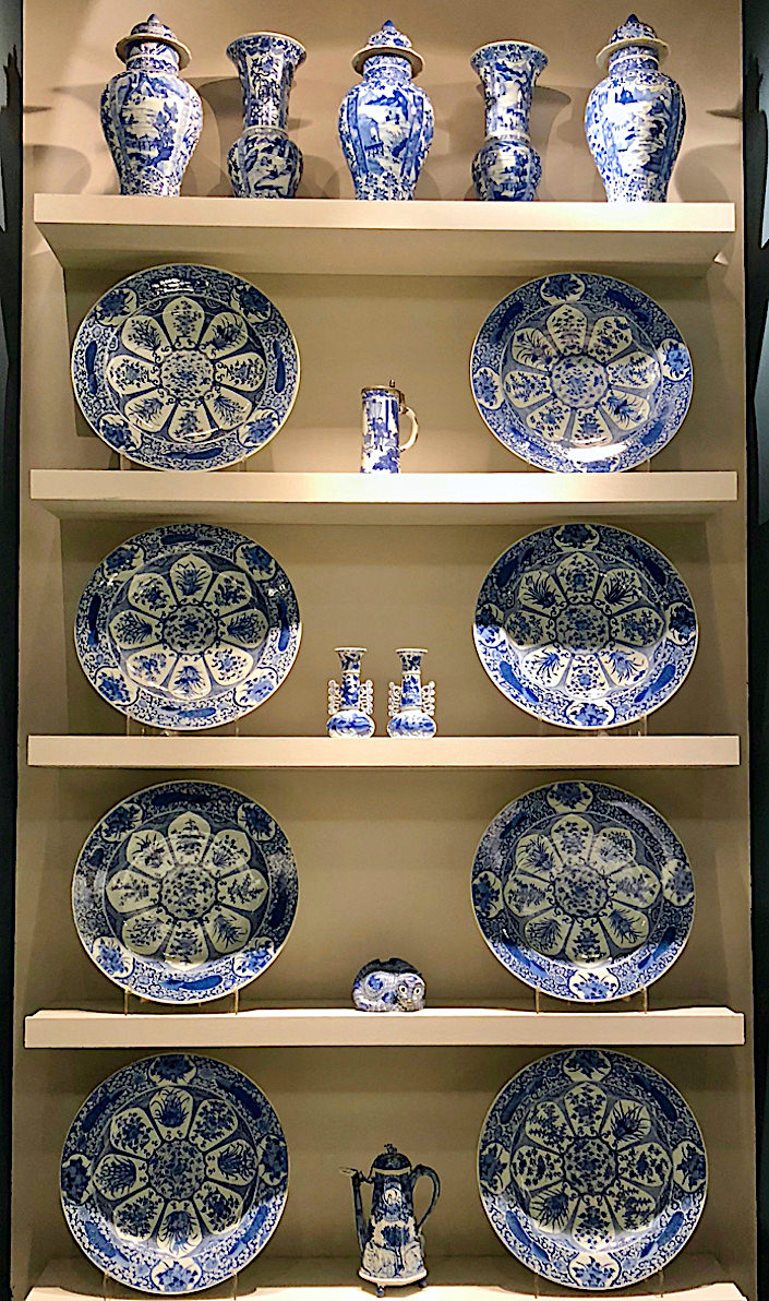 blue and white Chinese pottery at Jorge Welsh at TEFAF NY Fall 2018