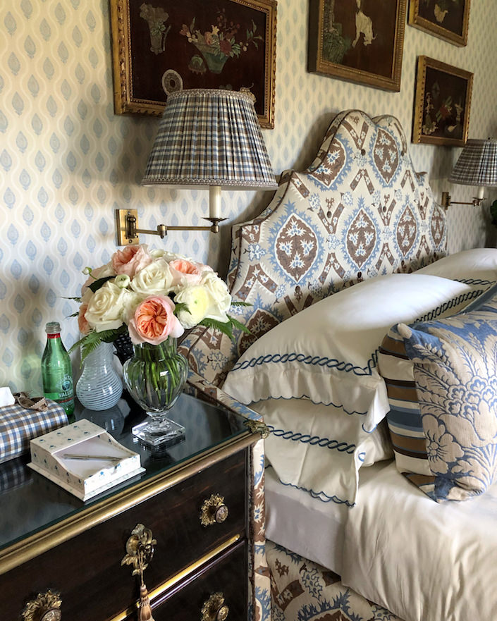 Alex Papachristidis Hamptons guest bedroom