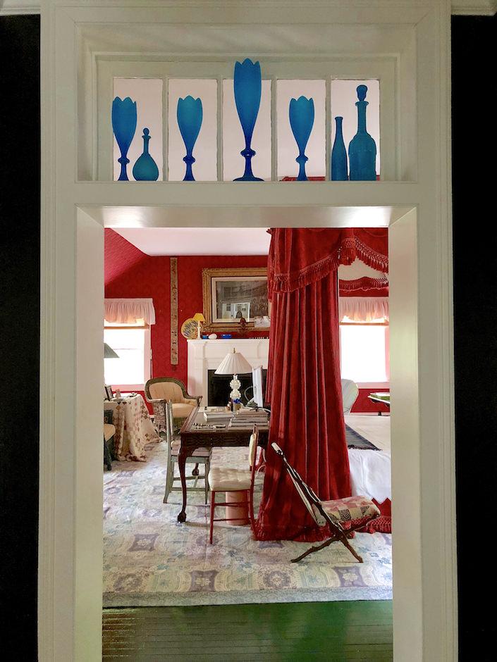 Jeffrey Bilhuber Locus Valley bedroom-1