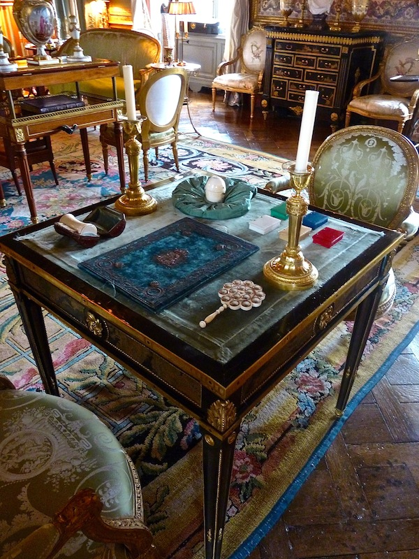 Garnier table at champ de bataille